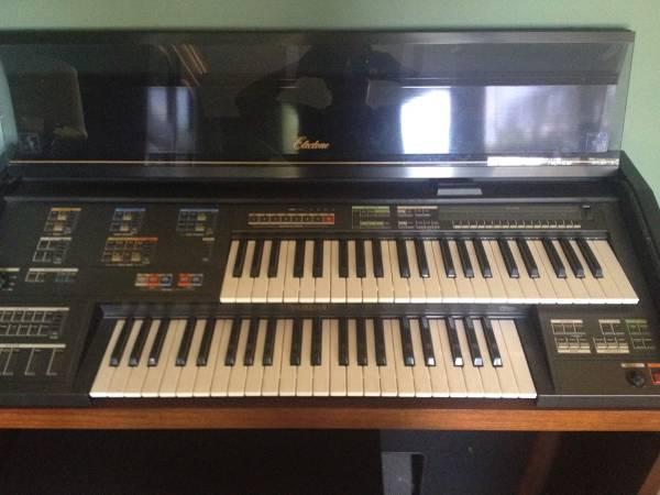 Photo Yamaha organ - $350 (Newport, Crosby)