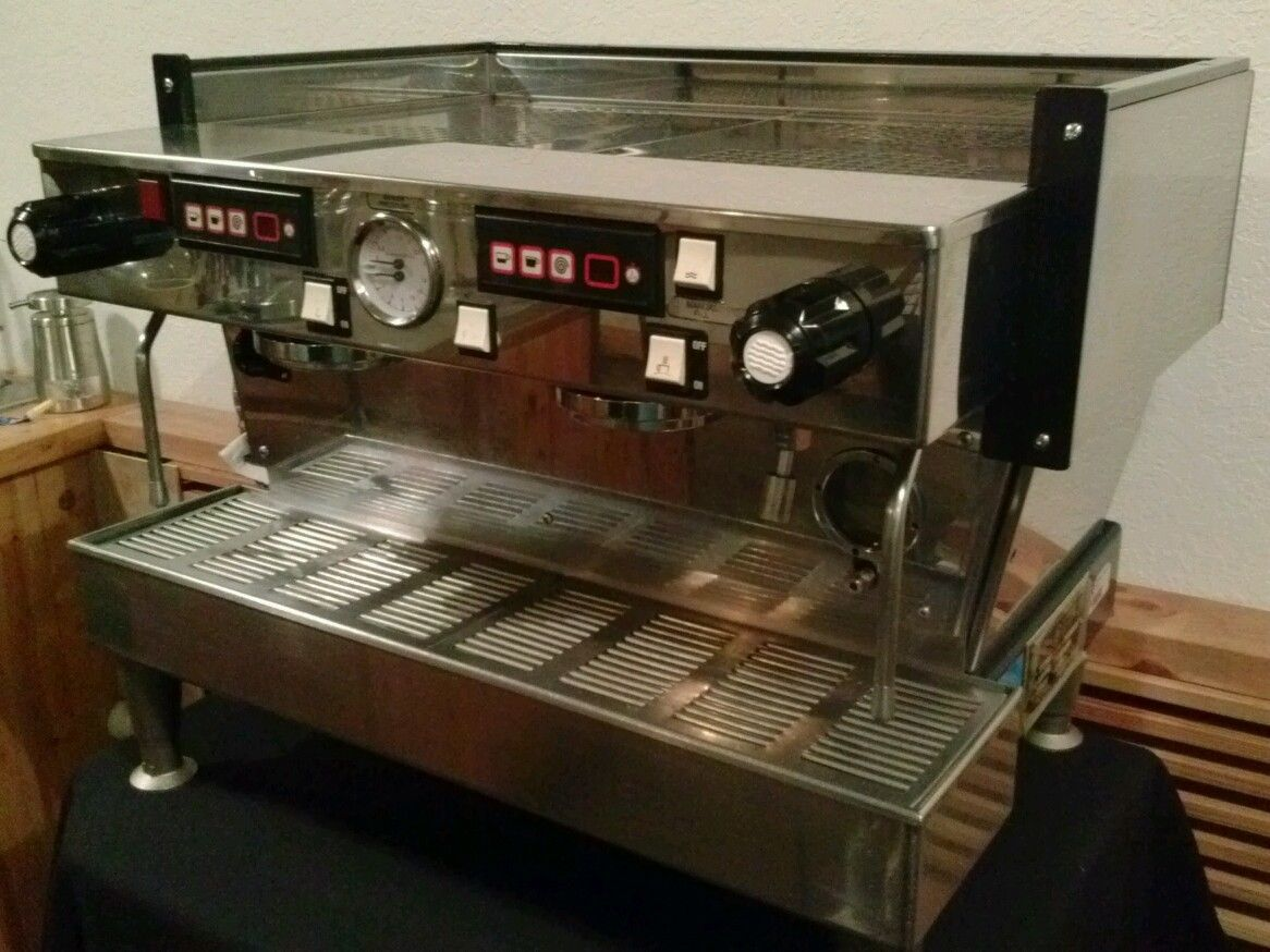 Photo La Marzocco Linea AV 2 group Espresso Machine
