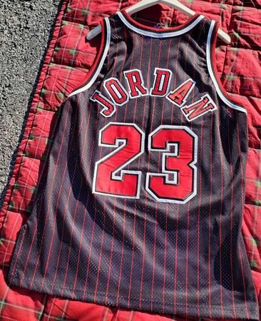 Photo 100 Authentic Michael Jordan Vintage Chion 96 97 Bulls Jersey Size 48 XL - $450 (Poughkeepsie)