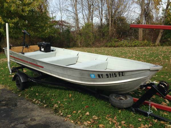Photo 1987 sears 14 ft. aluminum (game fisher) row boat - $1450 (Poughquag ny)