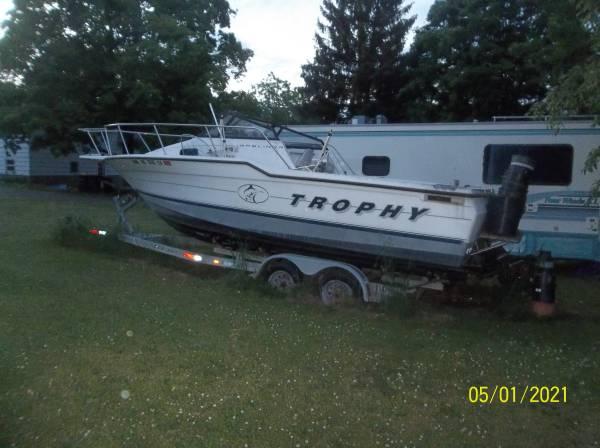 Photo 1995 Bayliner Trophy Fishing Walk Around Boat - $5,000 (Newburgh)