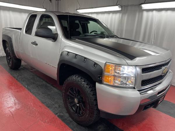 Photo 2011 CHEVROLET SILVERADO. OFFICIAL BUY HERE PAY HERE. - $1,000 (CLIFTON)