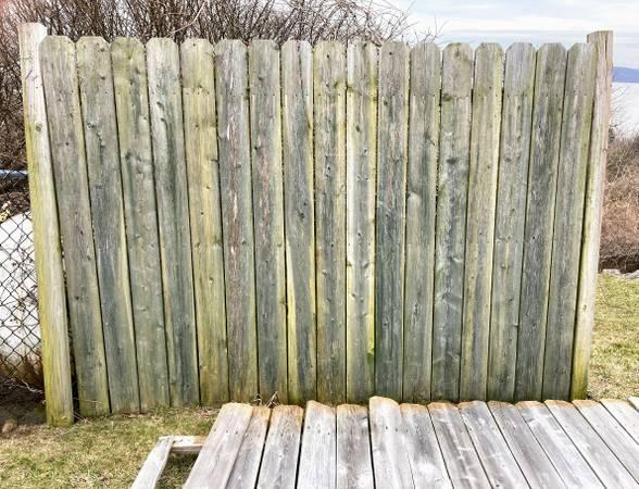 Photo 2 Sections Dog-Ear Stockade Fence Woode 839 x 639  2 Posts - $35 (Croton-on-Hudson)