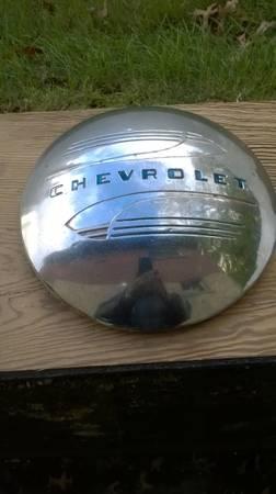 Photo 41-48 Vintage Chevrolet dog dish hub cap - $35 (Valhalla)
