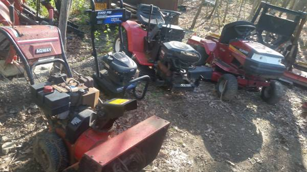 Photo A Lot of Misc. Outdoor Power Equipment for parts - $150 (STORMVILLE,NY)