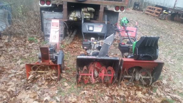 Photo A Lot of Snow Blowers for parts - $100 (STORMVILLE,NY)