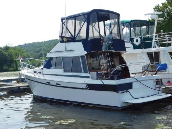 Photo Bayliner Motoryacht 3270 Diesel - $25,000 (Clifton Park)