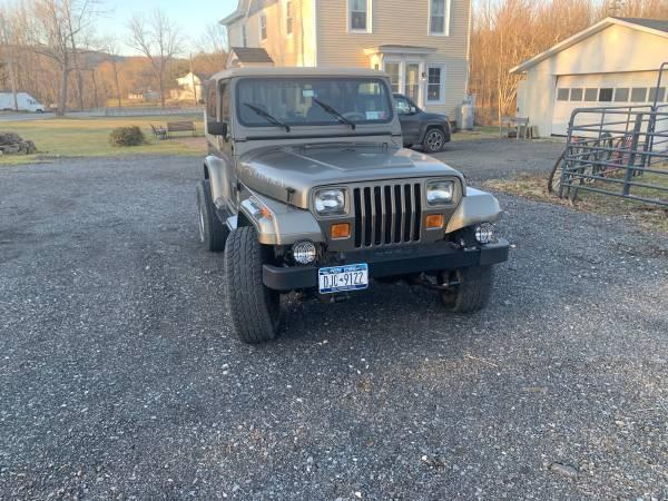 Photo Beautiful 1989 Jeep Wrangler Sahara - $14000 (Howells)