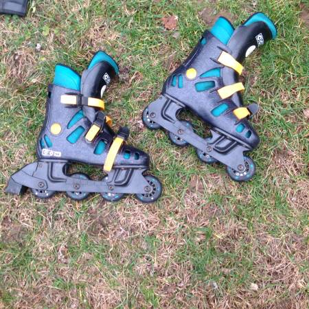 Photo CCM roller blades (mens size 4) women39s size 6 - $25 (Rockland County)