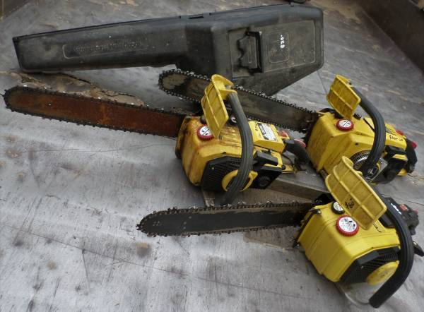 Photo CLASSIC VINTAGE JOHN DEERE 50V AND 60V CHAINSAW AND ORIGINAL CASE - $30 (SAUGERTIES, NY)