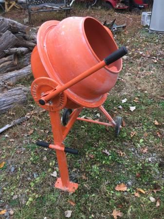 Photo Concrete Mixer - $150 (New Hton)
