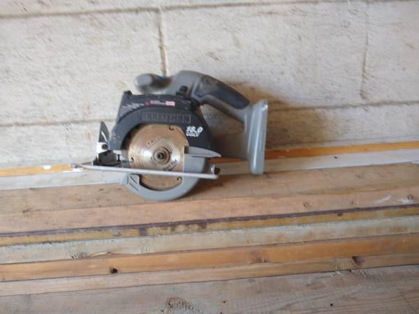 Photo Craftsman 18V cordless 5 and 12 inch trim saw - $30 (Poughkeepsie)