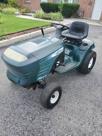 Photo Craftsman 19 HP V-twin lawn tractor riding mower wauto trans - $350 (Poughkeepsie)