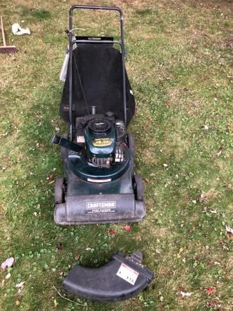 Photo Craftsman 4.5hp Yard Vacuum Chipper Shredder Blower with Bag - $200 (Rockland County)
