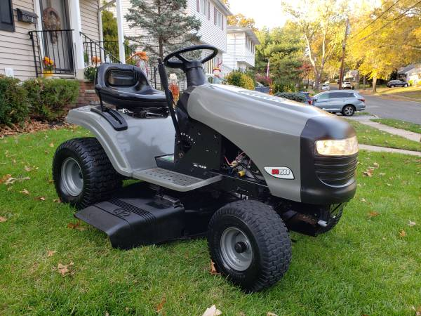 Photo Craftsman LTS 1500 17.5 HP lawn tractor with 42quot deck. - $650 (Twp of Washington Bergen County)