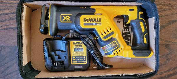 Photo Dewalt XR 20v Max Brushless Reciprocating Sawzall Kits with Charger an - $165 (Elizaville)
