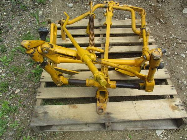 Photo Farmall Cub quotLowboyquot Fast Hitch Assembly (Poughkeepsie NY)