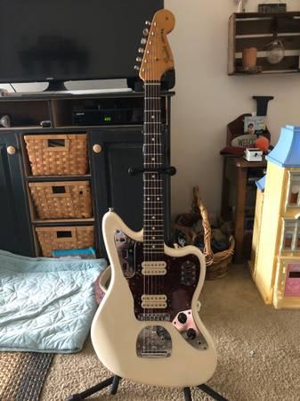 Photo Fender Classic Player Jaguar Special HH White - $750 (Lake Katrine)
