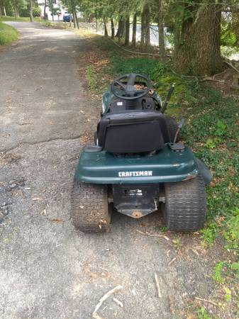 Photo Free Craftsman lawn tractor (Hopewell Junction)