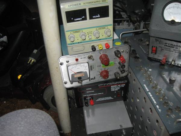 Photo HAM RADIO AND BENCH POWER SUPPLIES (CAMPBELL HALL)