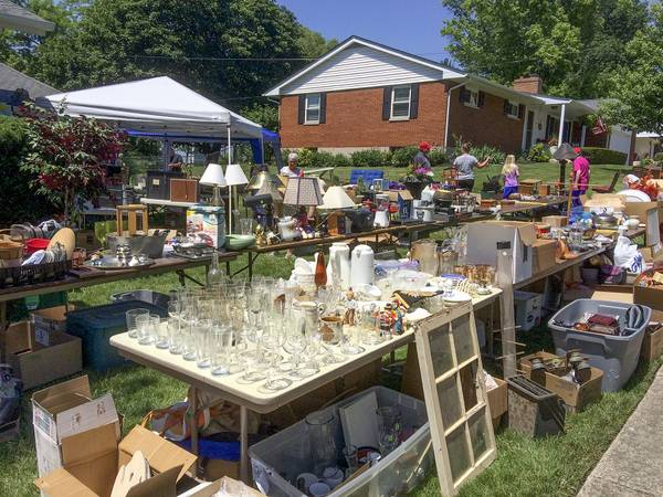 Photo HUGE GARAGEYARD SALE DON39T MISS THIS (SUFFERN, NY)