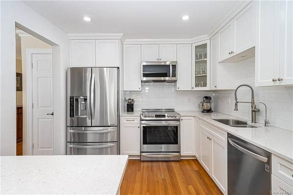 Photo Home that needs very little to make your own (Mount Kisco, NY)