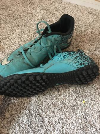 Photo Indoor soccer cleats - $15 (Town of Poughkeepsie)