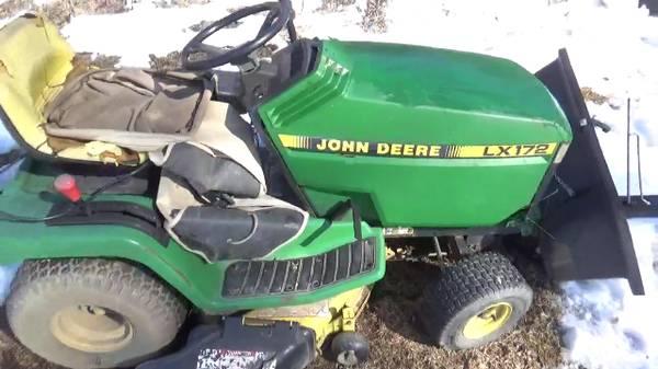 Photo John Deere LX172 Mower With Bagger - $450 (Tivoli)