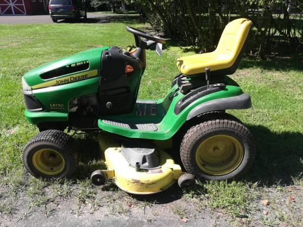 Photo John Deere Lawn Tractor LA 130 - $150 (Stone Ridge)