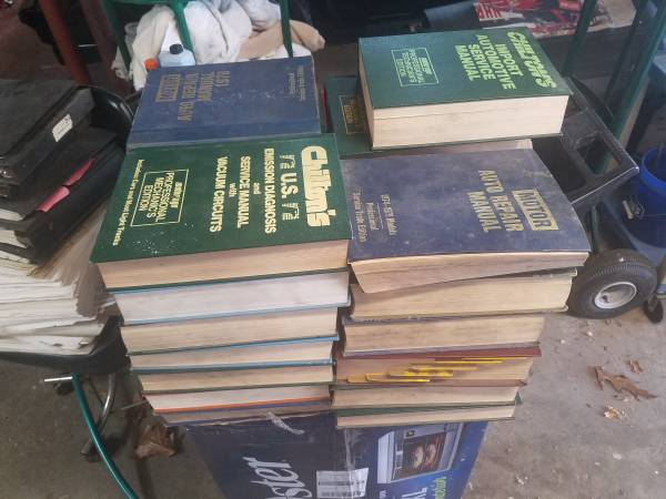 Photo Lot of 27 Chilton and other auto mechanic books for 7039s  8039s cars - $50 (New Windsor)
