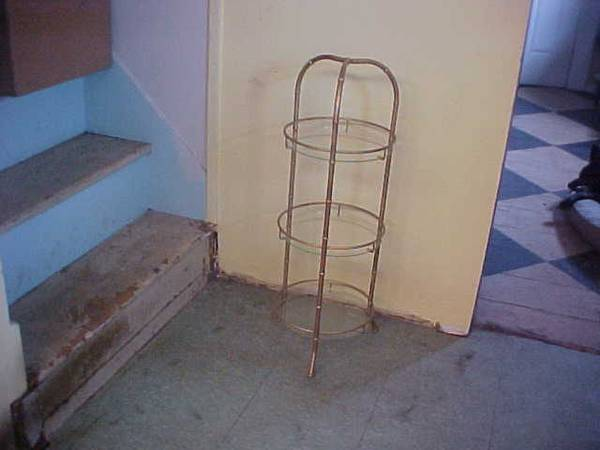 Photo METAL PLANT STAND 3 TIERS with GLASS SHELVES - $38 (highand)
