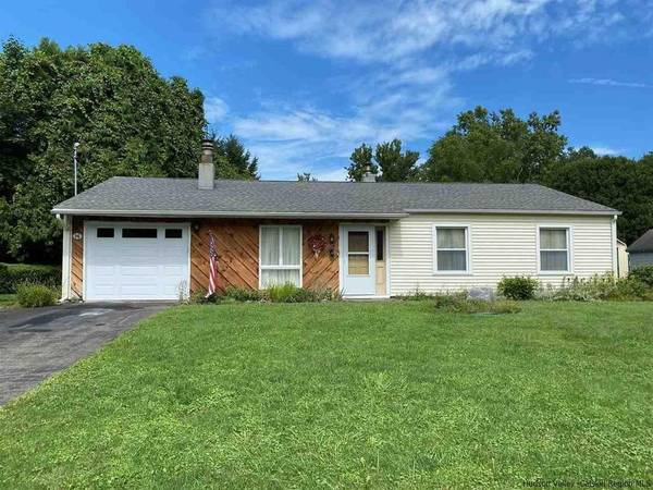Photo Meticulously maintained 3 Br 2Ba home. 1 OWNER first time on market in (Kingston, NY)