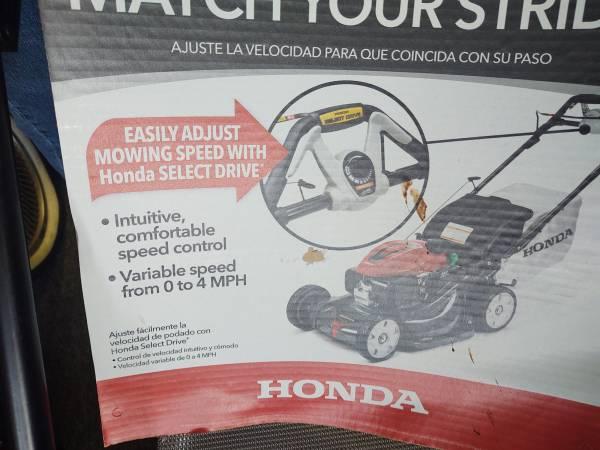 Photo New Honda GCV 200 AUTO START SELF PROPELLED MOWER - $600