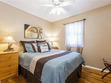 Photo North New City Gem Almost 2100 square foot 3 bedroom, 2 12 bath bile (New City, NY)