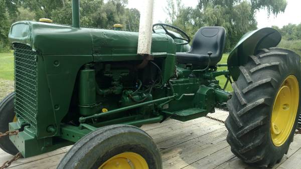 Photo Oliver Tractor -model 550 - GAS - $4,300 (Germantown)