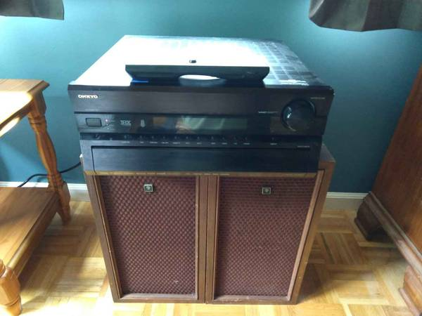 Photo Onkyo TX-SR875 Stereo Receiver with Remote - $100 (Pawling)