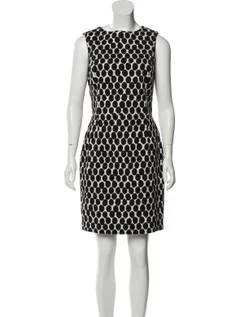 Photo Oscar de la Renta size 8 black and white sheath dress - $200 (Red Hook)
