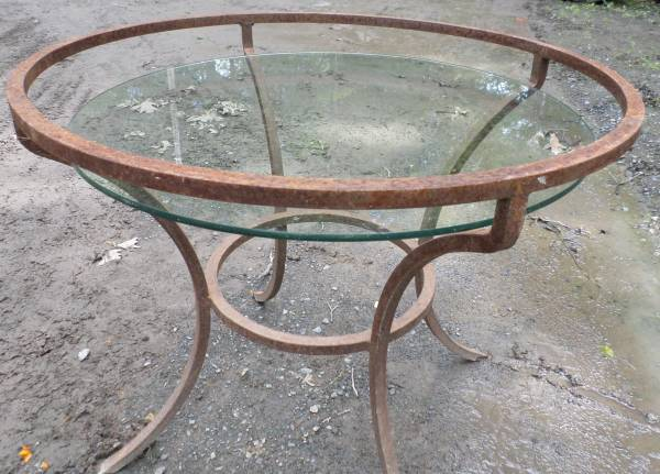 Photo PATIO TABLE - SOLID STEEL ROUND WITH GLASS TOP - $50 (SAUGERTIES, NY)
