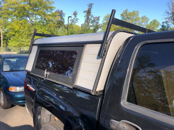 Photo Pickup Truck bed cap small bed Aluminum with rack - $200 (Harriman ny)