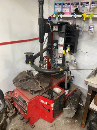 Photo Ranger R980AT Single Power Assist Tire Changer (Poughkeepsie)