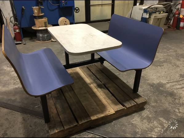 Photo Restaurant Cafeteria Booth Table Tables Seat Booths Seats Seating - $300 (Stony Point, NY)