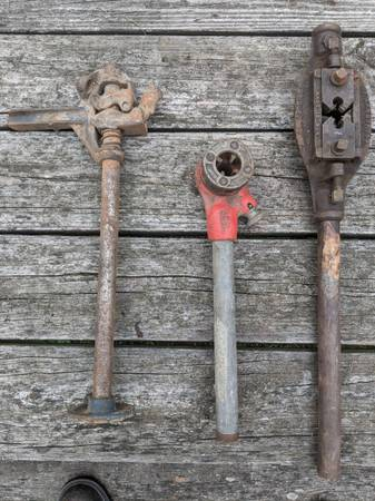 Photo Rigid pipe threader other vintage tools and vices - $80 (Poughkeepsie)