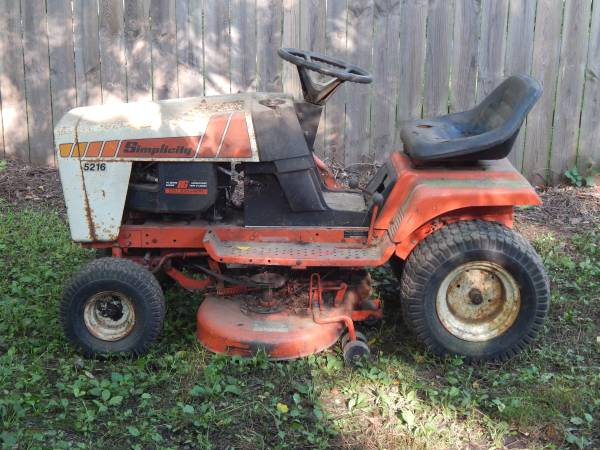 Photo Simplicity 5216 - 16HP Lawn Tractor - $300 (Ulster County)