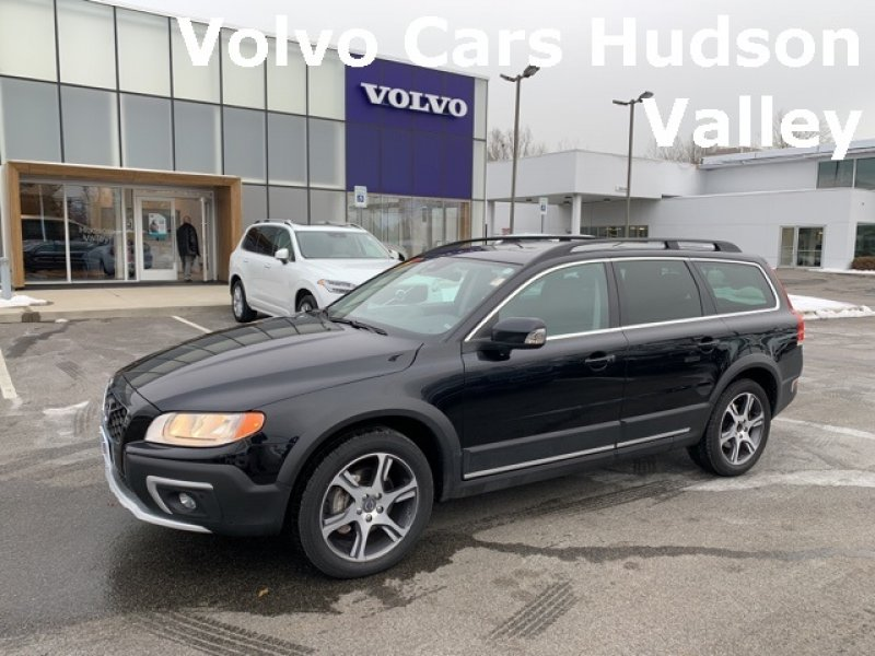 Photo Used 2015 Volvo XC70 T6 AWD for sale