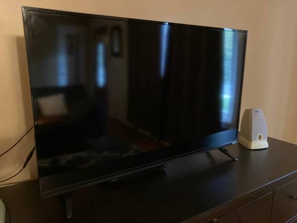 Photo VIZIO 40-Inch Smart TV, works perfectly - $70 (Beacon)