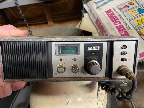 Photo Vintage 1970s CB radios and antenna - $25 (Pine Bush)