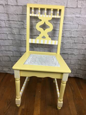 Photo Vintage Hand Painted Yellow  White Desk Chair - $75 (West Haverstraw)