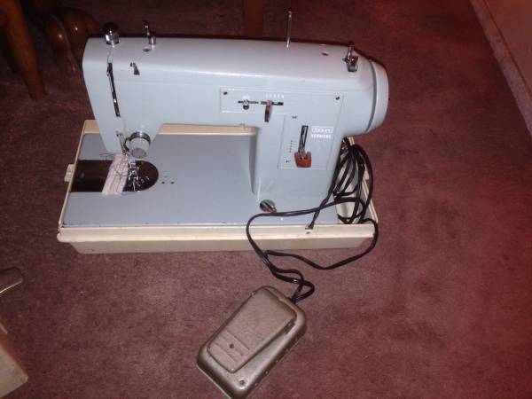 Photo Vintage Sears Kenmore Zig-Zag Sewing Machine model 2508 with case USA - $200 (Rockland County)