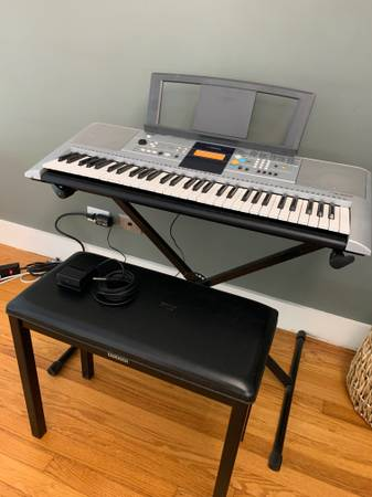 Photo Yamaha PSR-E323 Electronic Keyboard  Piano with bench and stand - $75 (Cornwall On Hudson)
