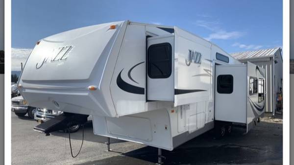 Photo 2008 Jazz Thor 31 foot Fifth Wheel Fully Equipped - $24,000 (Fortuna)